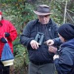 Vanni Englund och Fanny Rhodin lärde sig att plocka fåglar ur näten